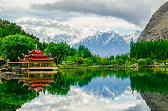 Shangrila,_Lower_Kachura_Lake